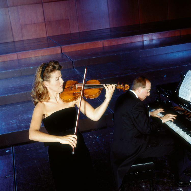 Mit Lambert Orkis, ihrem regelmäßigen Kammermusik-Partner seit 1988