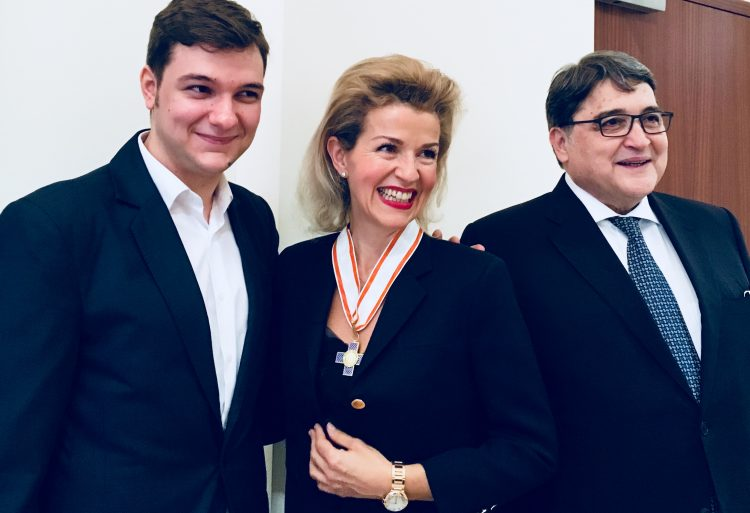 <p>The Romanian Order of Cultural Merit in the rank of a Grand Officer was presented to Anne-Sophie Mutter by the Romanian Ambassador, H. E. Emil Hurezeanu (right), on November 10, 2017. On the left is the cellist Andrei Ionita, who performed during the ceremony.</p>