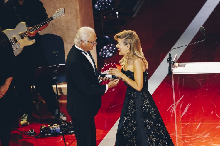 <p>Stockholm, June 11 2019: Carl XVI Gustaf, King of Sweden, presents the Polar Music Prize to Anne-Sophie Mutter. Photo: Annika Berglund © Polar Music Prize</p>