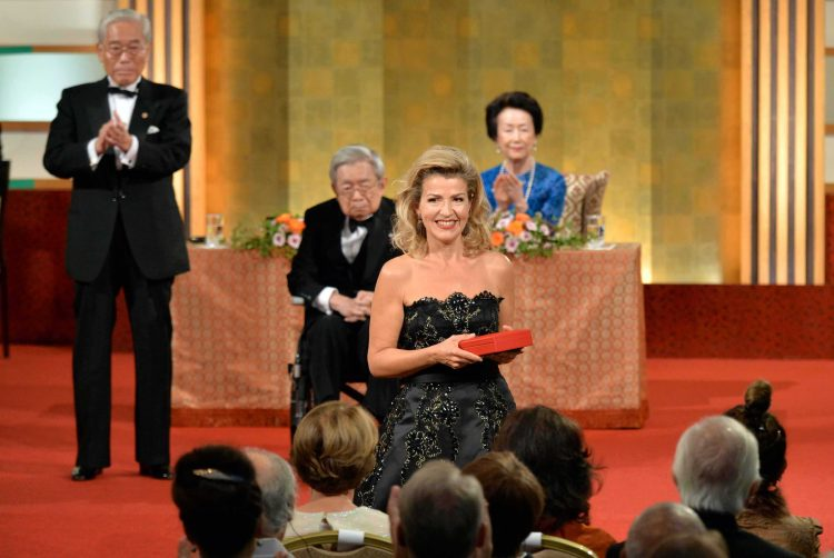 <p>Tokyo, October 16, 2019: Anne-Sophie Mutter is honoured with the Praemium Imperiale in the category music. The photo of the ceremony shows in the background Their Royal Highnesses Prince and Princess Hitachi. © The Japan Art Association</p>